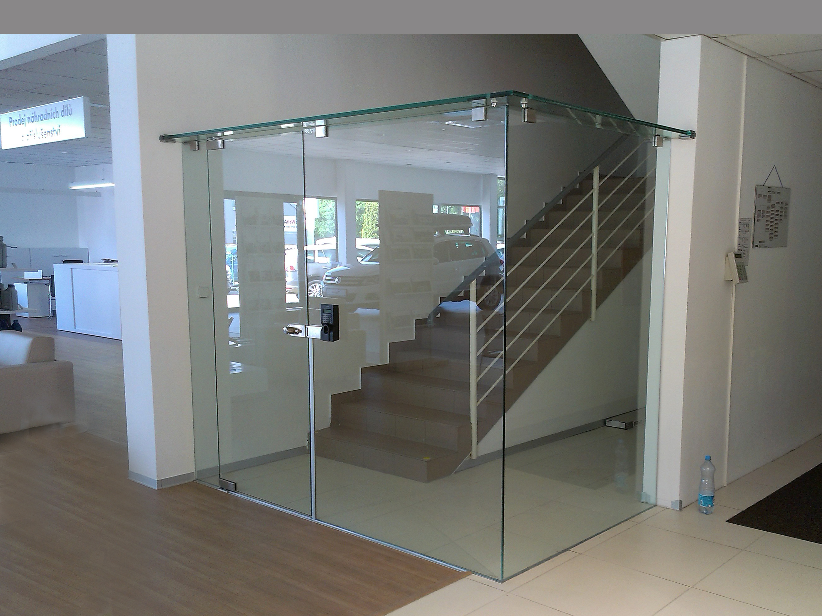 Glass wall in the car showroom - OGB
